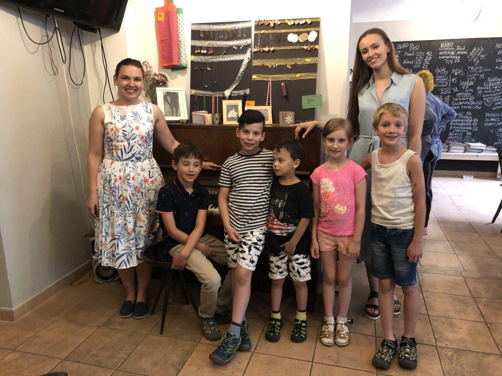 Ka Sha Fe lektoři s dětmi / teachers with children